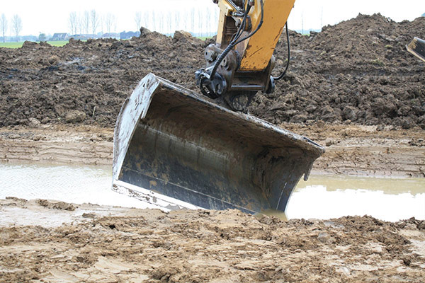 tilting-ditch-cleaning-bucket_ngtl_1.jpg